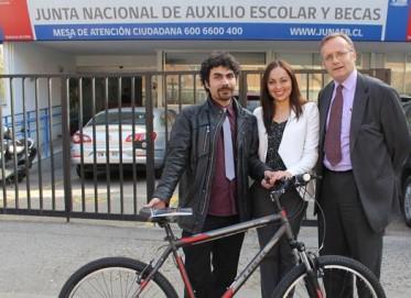 Entrega-de-bicicleta-a-beneficiario-BAES